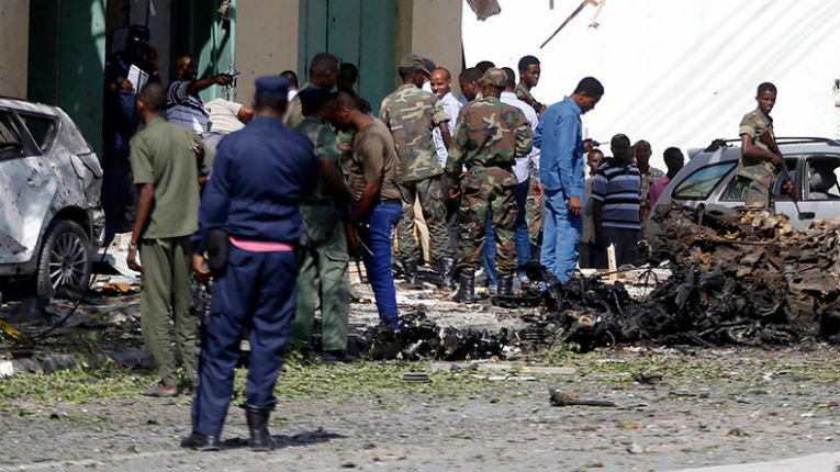 Mogadiscio: Explosions et prise d'otages dans la capitale somalienne : plus de 20 morts