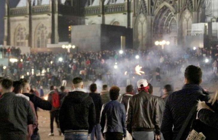 Vidéo – Témoignage accablant d'un videur de Cologne «Des femmes étaient pourchassées par les migrants, elles venaient me demander de les protéger. C'était une situation de guerre civile. Ca va exploser !»