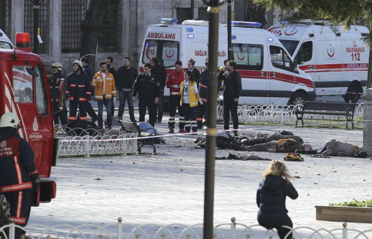 Vidéo de l'attentat d'Istambul : Il visait les touristes. Angela Merkel annonce que des touristes allemands sont parmi les victimes