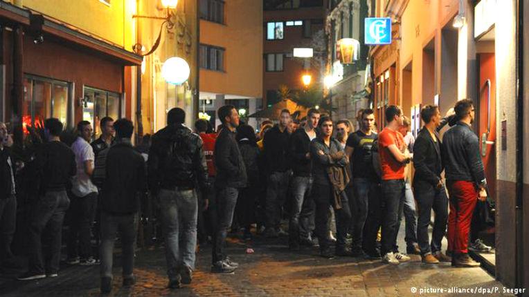 Allemagne et Danemark : Les discothèques des grandes villes interdisent l'accès aux migrants