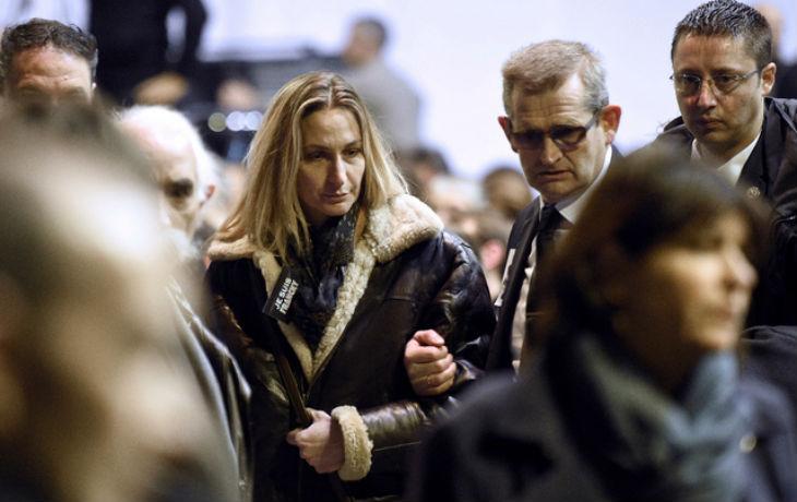 Charlie Hebdo: L'épouse du garde du corps de Charb porte plainte, «Des faits troublants attestent des manquements de la DGSI»