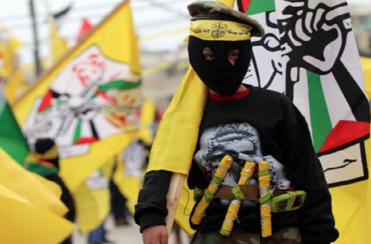 """Bethléem : Eduqué à la haine, des enfants défilent avec des ceintures d'explosifs et des lanceurs de RPG factices à la """"Journée du Fatah"""""""