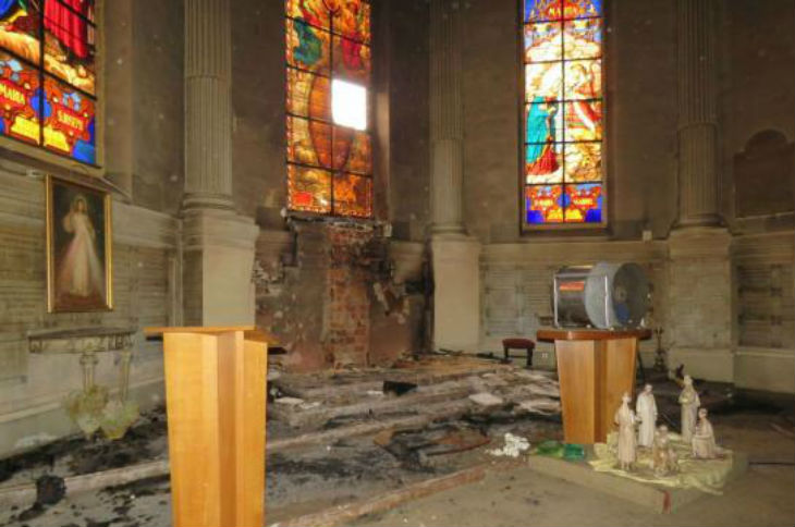 Incendies criminels et profanations dans les églises de Fontainebleau et de Veneux-les-Sablons. Cazeneuve n'a pas cru bon de se déplacer…
