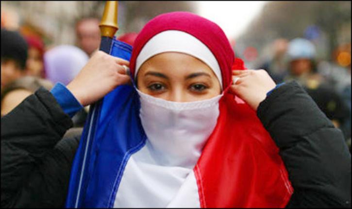 Nadia Hamour (LR) : «Les musulmanes peuvent remplacer le voile par un bonnet phrygien. Ça en ferait des républicaines»