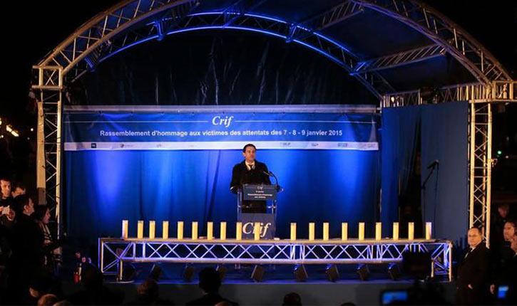 Vidéo: flatteries, faux-espoirs et rendez-vous politiques devant l'Hyper Casher pour la commémoration des attentats