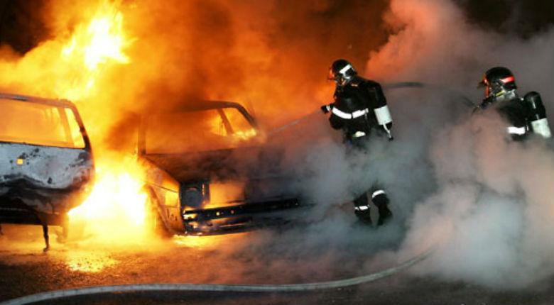 La «jeunesse des quartiers» fête la Saint Sylvestre : 804 véhicules incendiés selon Bernard Cazeneuve. Idem en Belgique… Et tout le monde trouve cela «normal»…