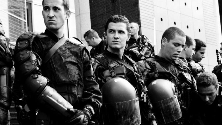 CRS et gendarmes mobiles débordés ! Cazeneuve tente de limiter les dégâts