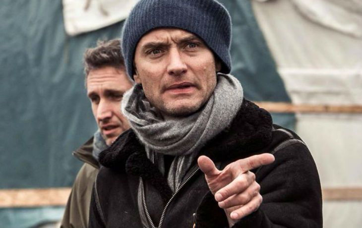 Calais : Les assistants de Jude Law attaqués par des migrants durant sa visite