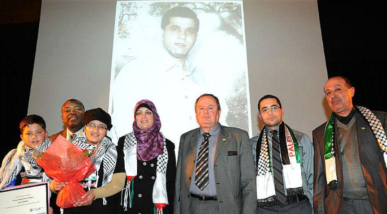 Le maire communiste de Bezons, Dominique Lesparre, utilise le journal municipal pour répandre sa haine d'Israël et des Juifs
