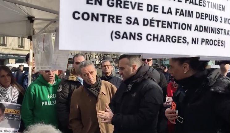 A Paris la police agit face aux antisémites de BDS: Elle fait retirer les tee-shirts et les banderoles « Boycott Israël »