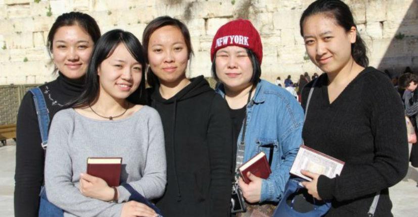 5 jeunes Chinoises immigrent en Israël et prévoient de se convertir