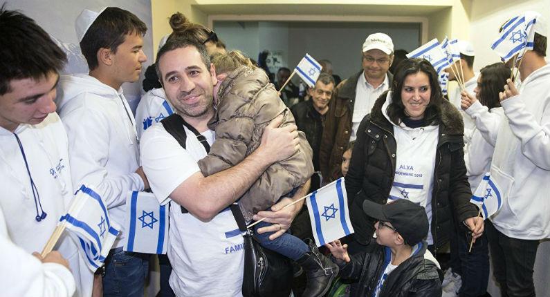 Résultante des attentats, les départs de France ont augmenté de 10% en 2015, notamment vers Israël. 10 000 Juifs français attendus