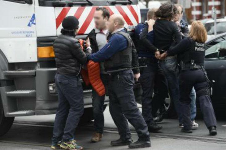 Anderlecht: Des jeunes sement le désordre après la minute de silence. Ils sont interpelés