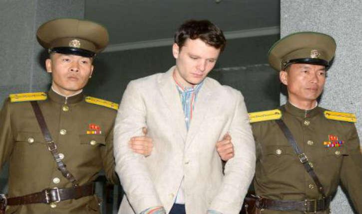 Corée du Nord: un étudiant américain condamné à 15 ans de travaux forcés pour avoir volé une bannière ornée d'un slogan politique
