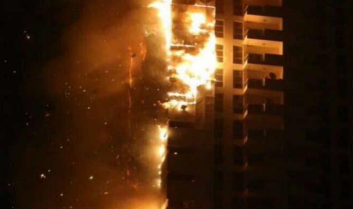 [Vidéo] Emirats arabes unis: un incendie spectaculaire ravage deux tours d'habitations