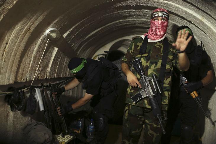 La chaîne télévisée Mayadeen dévoile les tunnels d'attaque des Brigades Al-Mujahideen de Gaza (Vidéo)