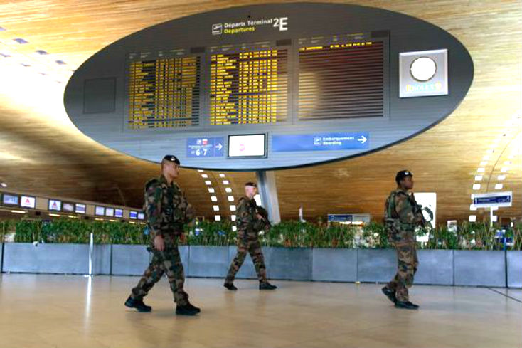A roport roissy charles de gaulle 2000 personnes for Vol interieur israel