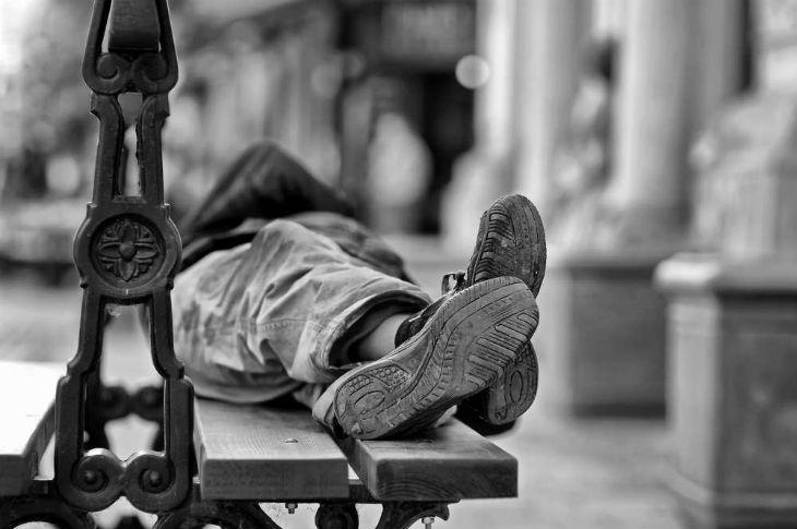 Selon le collectif «Les Morts de la Rue», plus de 323 SDF seraient les laissés-pour-compte de la société en 2016