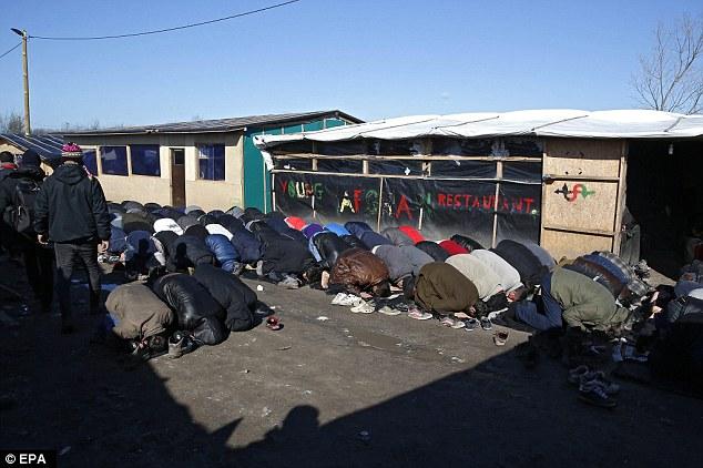 prières du vendredi dans la Jungle de Calais