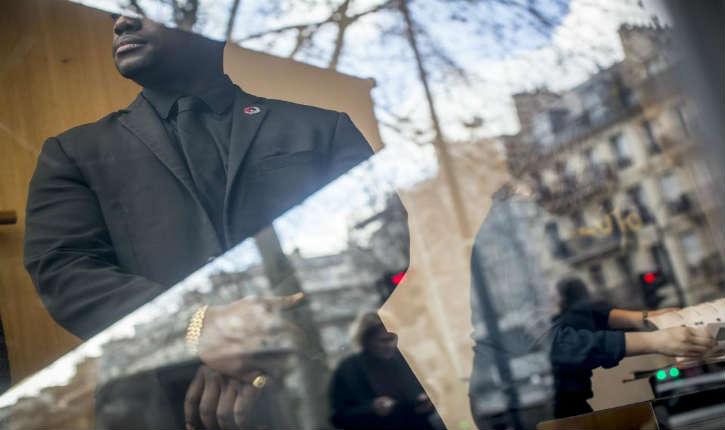 Antiterrorisme: le port d'arme à l'étude en France pour les agents de sécurité privés
