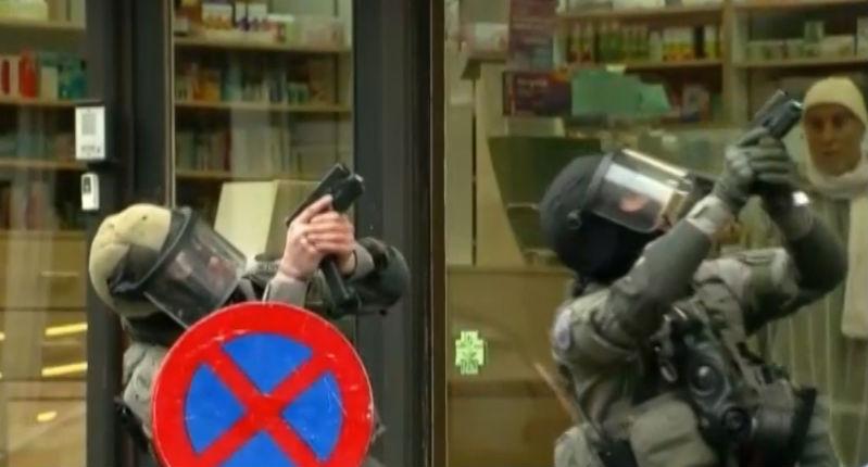 La vidéo du début de l'assaut à Molenbeek, avec les premiers coups de feu