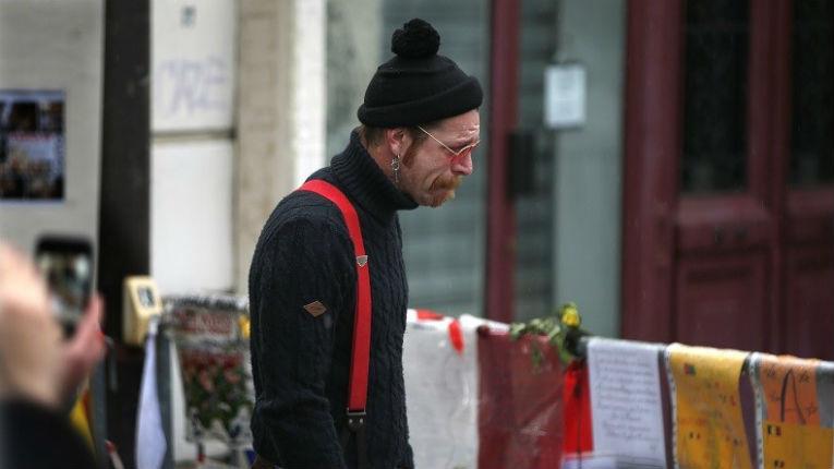 Le chanteur des Eagles of Death Metal s'excuse après avoir accusé le staff du Bataclan de complicité dans l'attaque terroriste du 13 novembre