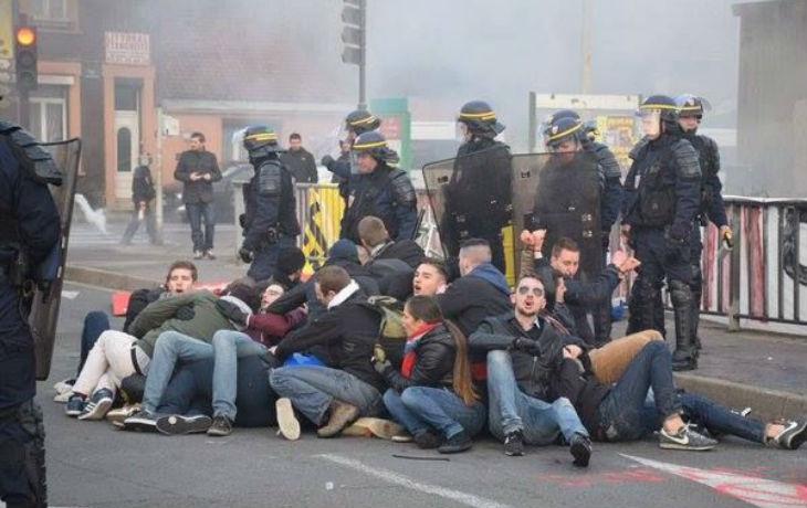 Calais : La Justice de gauche, qui relaxe tout le monde, veut sévèrement condamner les manifestants identitaires pacifiques…