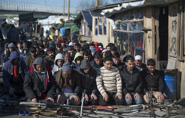 France: Le gouvernement veut répartir les 12 000 migrants de Calais dans les villages