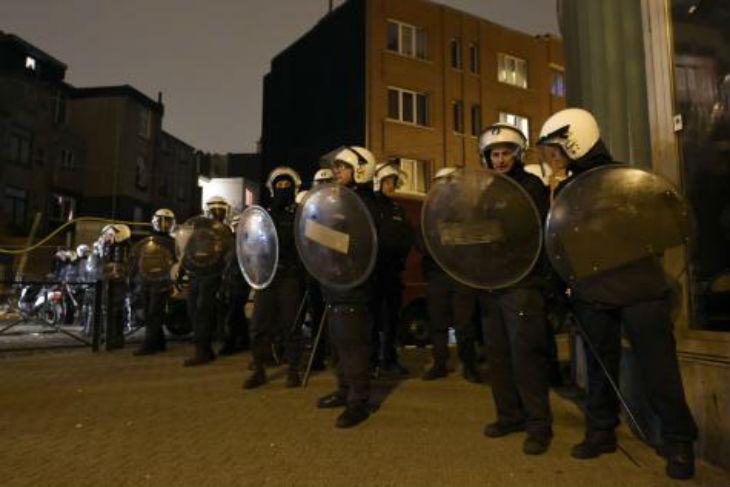 Molenbeek : Jets de pierres et de bouteilles sur la police. On craint des émeutes après l'arrestation d'Abdeslam