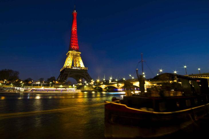 L'inquiétant message d'un djihadiste de l'Etat islamique après les attentats de Bruxelles «Quelles seront les prochaines couleurs de la Tour Eiffel ?»