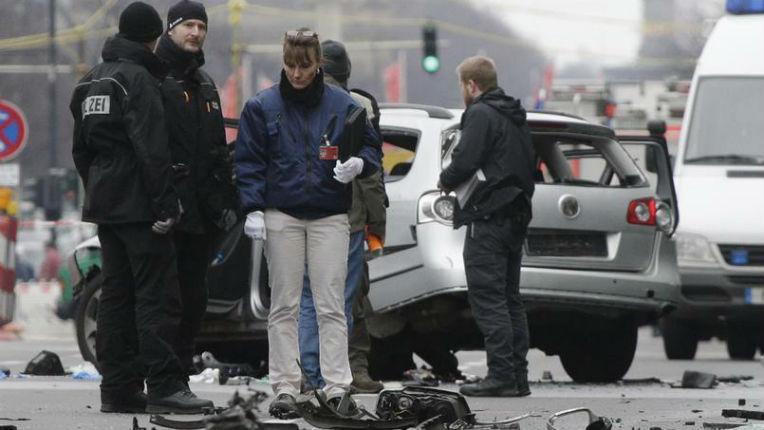 berlin une bombe explose dans une voiture le conducteur tu des migrants soup onn s europe. Black Bedroom Furniture Sets. Home Design Ideas