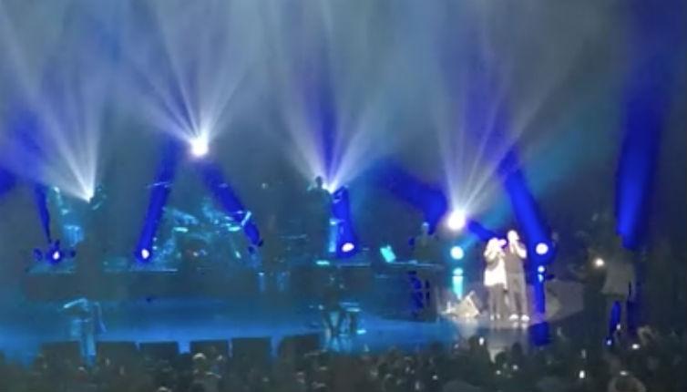 [vidéo] Concert d'Eylan Golan et Sarit Hadad à Paris: 4000 personnes chantent l'Hatikva