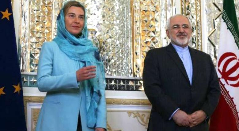 La chef de la diplomatie européenne, voilée, léche les «babouches» de Téhéran