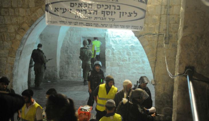 Naplouse: Près de 1000 Israéliens prient au Tombeau de Joseph. Les Arabes tentent de les empêcher à coup de pierres et de cocktail Molotov