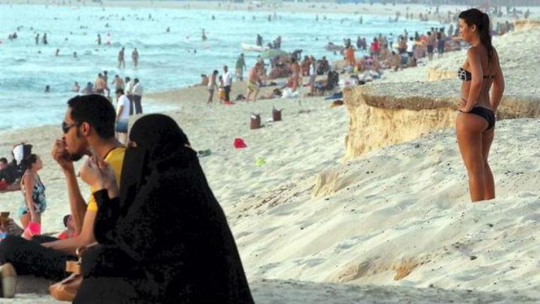 Espagne : Podemos souhaite réserver des plages pour les femmes musulmanes