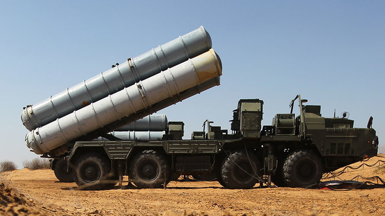 La première livraison de missiles anti-aériens sol-air S-300 russes arrive en Iran