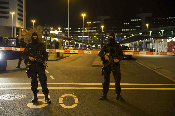 Amsterdam : Alerte terroriste à l'aéroport de Schiphol évacué