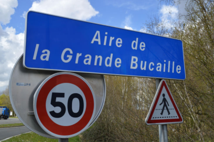 France : un groupe de 20 migrants a violemment agressé trois personnes sur l'autoroute A 26