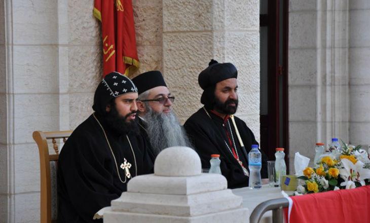 Bethléem: La police palestinienne arrête l'archevêque de l'Eglise orthodoxe. Les Chrétiens menacent de quitter les territoires palestiniens