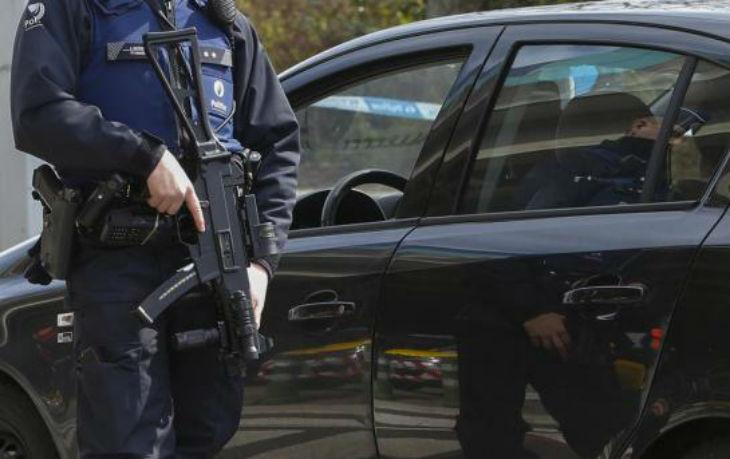 """Terrorisme : deux suspects """"proches"""" d'une attaque en France et aux Pays-Bas"""