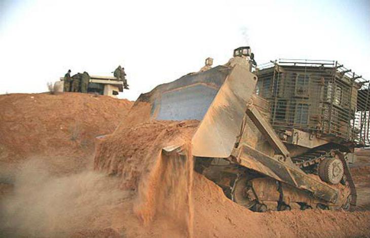 Opération anti-tunnels : Des bulldozers israéliens ont nivelé une zone tampon à l'intérieur de la bande de Gaza