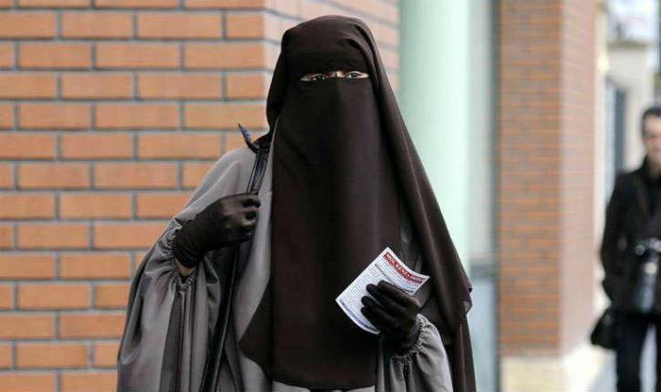 «Quand on porte une burqa il n'y a pas d'amende. C'est ça, la France de Monsieur Macron ? Il préfère la burqa au gilet jaune ?», s'interroge Dupont-Aignan