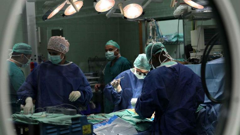 Israël : Des chirurgiens israéliens sauvent un enfant de Gaza âgé de 3 ans d'une paralysie à vie