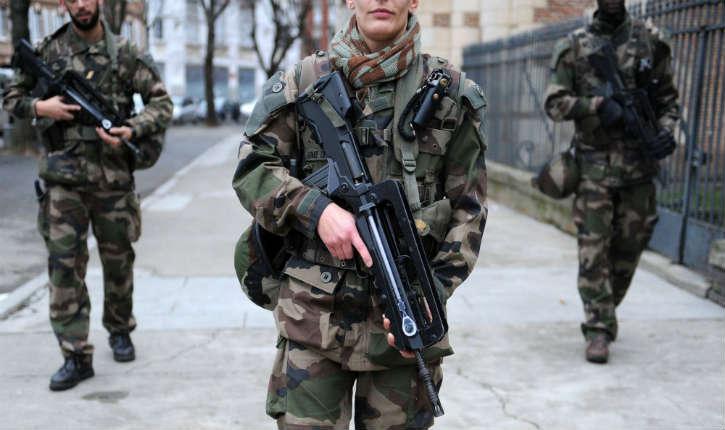 Paris : un militaire de l'opération Sentinelle agressé par un homme armé d'un couteau