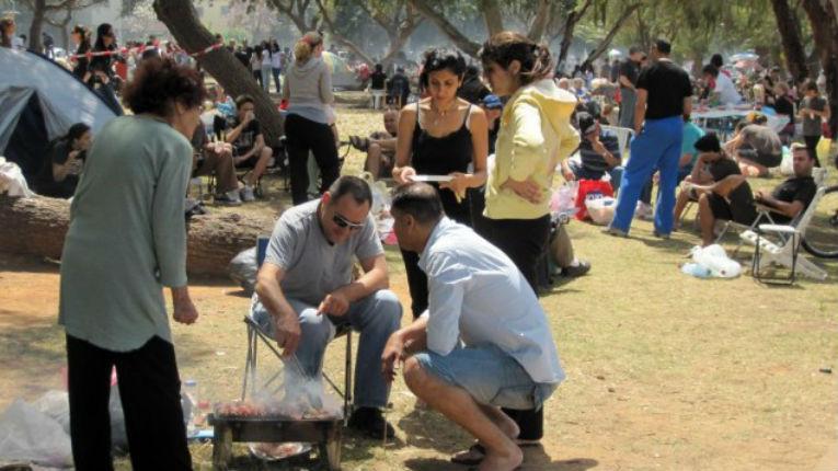 Les Israéliens et les barbecues de Yom HaAtsmaout ; un symbole de patriotisme