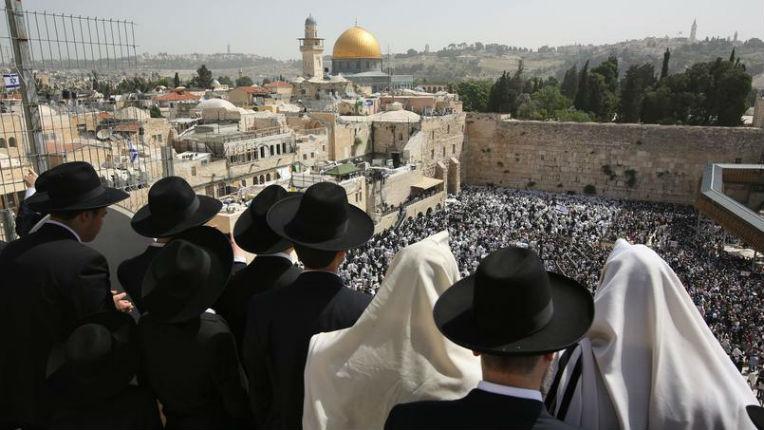 Le Coran est le livre le plus sioniste : Il est écrit dans Coran qu'Allah a donné la Terre d'Israël aux enfants d'Israël et leur a ordonné d'y habiter (Coran, sourate 5:21)