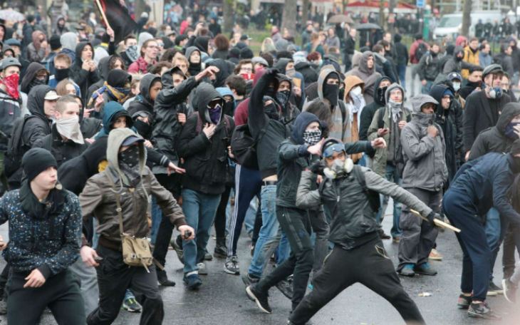 En France, mieux vaut casser du flic que critiquer l'islam !