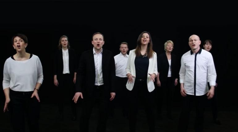 Les petits fils de dignitaires nazis, convertis au judaïsme, interprètent l'hymne israélien. N'est ce pas la, une belle revanche ?