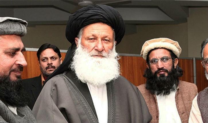 Forcée de changer de siège à cause des croyances de deux islamistes