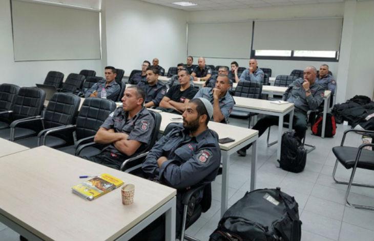 Amitié franco-israélienne : Des pompiers, sélectionnés dans tout l'Etat d'Israël, en formation de sauvetage en eaux vives dans le Sud de la France